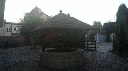 studnia przy Muzeum Regionalnym