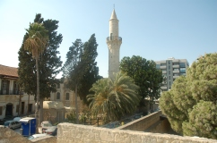 zamek w Larnace, w tle meczet