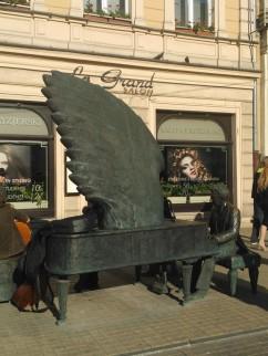 Łódź, ul. Piotrkowska, pomnik Artura Rubinsteina
