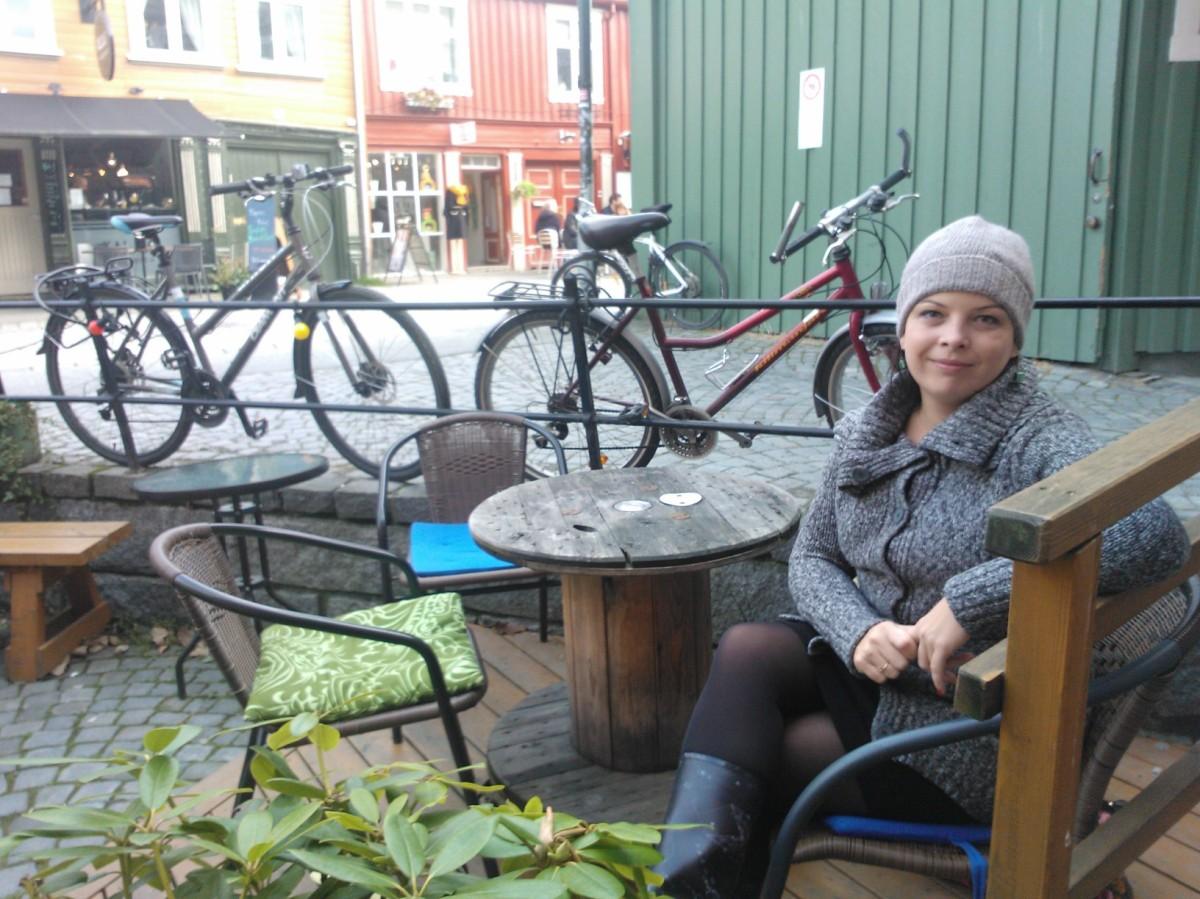 Tutaj zapach kawy przeplata się z muzyką i szelestem książek - Antikvariatet w Trondheim