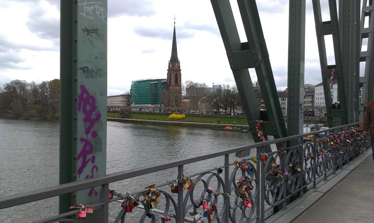 Z cyklu mosty zakochanych - Eiserner Steg we Frankfurcie nad Menem